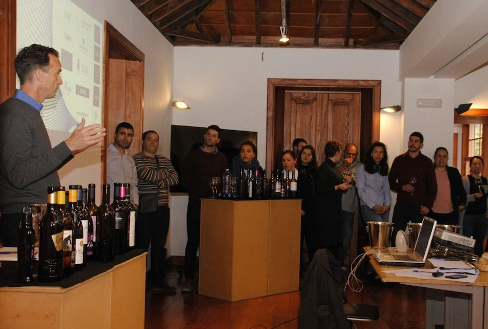 EL MASTER OF WINE DAVID FORER CLAUSURA EL MÓDULO DE ANÁLISIS SENSORIAL DE VINOS DE LA ULL