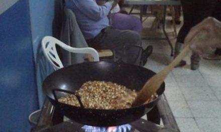 TRADICIONES CANARIAS POR SAN JUAN: PIÑAS ASADAS Y COCHAFISCO